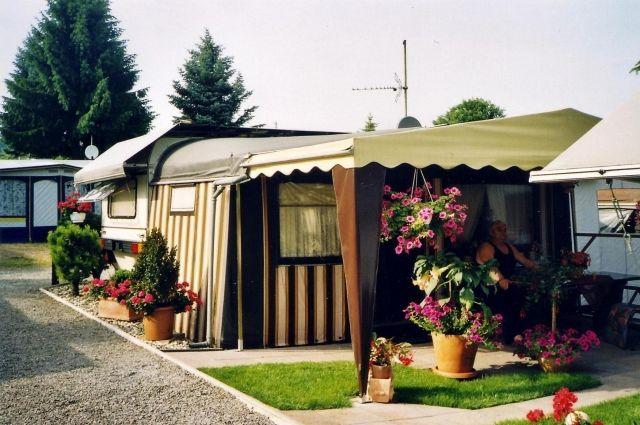 wohnwagen komplett mit inventar zu verkaufen camping. Black Bedroom Furniture Sets. Home Design Ideas